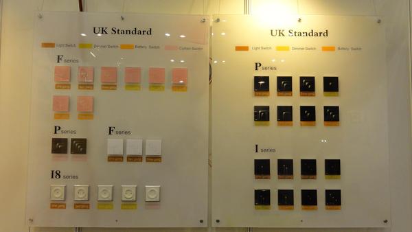 KOTI时尚美观的不同系列遥控开关展示 全能家电系统在现场采用了全WIFI接入演示,即全能家电主机只需要一条电源线,摆在桌面上即可工作。操作控制终端为ipad mini,买家在现场可以通过ipad体验灯光控制、插座控制、情景控制、设备状态反馈等功能的效果。KOTI工作人员热情向买家介绍了该款智能家居控制主机的功能特点,不少买家表现了较高的兴趣,也详细咨询了产品报价。